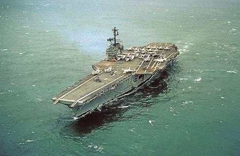 Lentotukialus USS Forrestal palasi palvelukseen sen jälkeen, kun tulipalo oli vaurioittanut sitä pahoin Tonkininlahdella vuonna 1967.