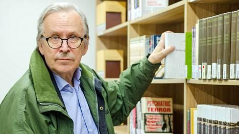 Alpo Rusi toimii nykyään kansainvälisestä politiikasta ja diplomatiasta luennoivana Rudolf Holsti -professorina Liettuassa, Kaunasin yliopistossa.