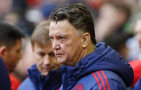Innottomien peliesitysten vuoksi valmentaja Louis van Gaalin suosio ei ole Manchester Unitedin kannattajien keskuudessa järin korkealla.