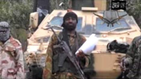 Ääri-islamilaisjärjestö Boko Haramin johtaja Abubakar Shekau kuvattiin puhumassa maanantaina 5. toukokuuta.