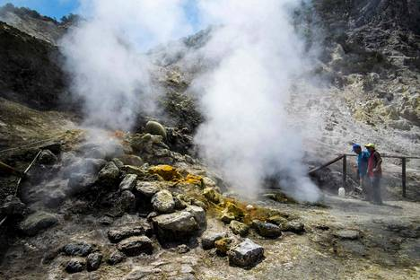 Italian kansallisen geofysiikan ja vulkanologian instituutin tutkijat tekivät kuukausittaista mittausta Soltafaralla heinäkuussa. Solfataran tulivuori on yksi Campi Fergai -alueen monista vulkaanisista kraattereista. Nyt samalla vuorella kuoli kolme ihmistä.