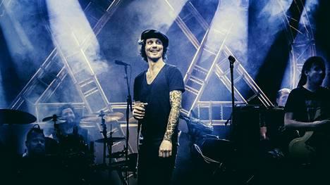HIM-yhtyeen Ville Valo kuvattiin Tavastia-klubin lavalla harjoituksissa kesäkuun alussa.