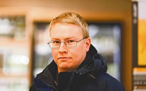 """Tamperelainen Vladimir Kilkki, 23, valitsi maistelumielessä tummaa saksalaista lageria. """"Ostan aika usein pienpanimo-oluita. Kotimaisuudella ei erityisesti ole minulle mitään merkitystä, vaan suosin saksalaisia ja tšekkiläisiä oluita."""""""