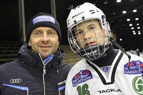 Akilleksen joukkueessa pelasi Akseli Laakkonen, jonka isä Sami Laakkonen joutui tällä kertaa olemaan katsomossa, koska hänen jalkansa on leikattu pari viikkoa sitten.