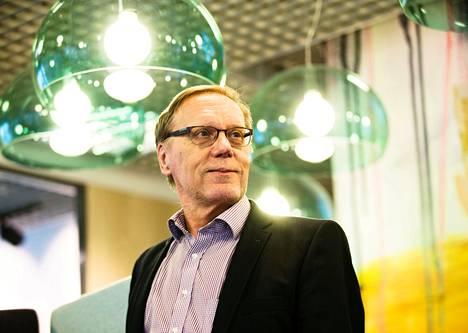 Pitkän linjan talousvaikuttaja Jukka Pekkarinen toivoo, että oppositio ei lyttäisi hallitusneuvotteluissa valmisteltavaa pelastusohjelmaa.