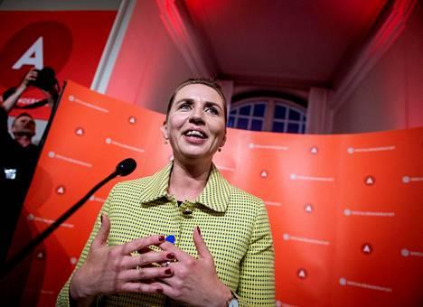 Sosiaalidemokraattien puheenjohtaja Mette Frederiksen piti puheen vaalituloksen selvittyä keskiviikkona Kööpenhaminassa.