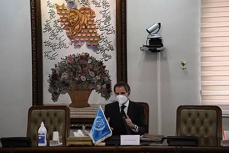 Kansainvälisen atomienergiajärjestö IAEA:n johtaja Rafael Grossi Teheranissa 21. helmikuuta.