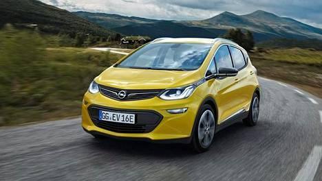 Tältä näyttää Opelin massoille suunnattu sähköauto Ampera-e. Sen toimintasäde on 400 kilometriä.