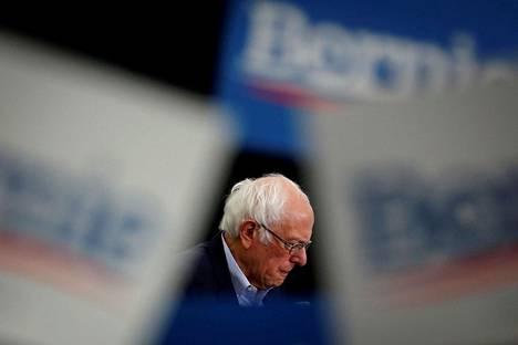 Bernie Sanders kertoi keskiviikkona luopuvansa demokraattipuolueen presidenttiehdokkuudesta.