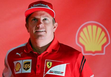 Harvinainen näky tällä kaudella, hymyilevä Kimi Räikkönen.