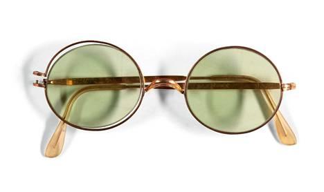 Nämä John Lennonin lasit myytiin Sothebyn huutokaupassa.