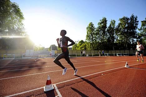 Lewis Korir oli ylivoimainen Eläintarhan kisojen 10 000 metrillä.