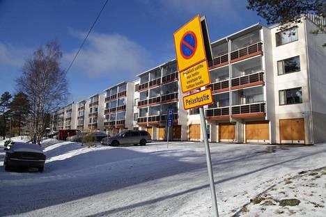 Nokian Kaaritien kerrostalossa pahoinpidelty naisuhri kuoli myöhemmin vammoihinsa sairaalassa.
