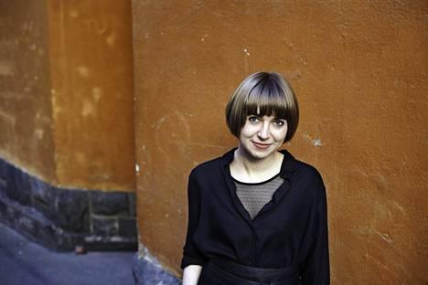 Kaija Rantakari on paitsi runoilija, myös kirjansitoja ja paperitaiteilija.