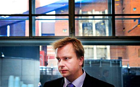 """""""Ei ollut mitään, minkä perusteella olisi kello kilahtanut tai oksa rasahtanut, että säätiössä rikotaan lakia"""", sanoi kansanedustaja ja Nuorisosäätiön hallituksen entinen puheenjohtaja Antti Kaikkonen (kesk) maanantaina Helsingin käräjäoikeudessa."""