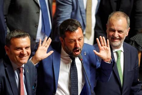 Italian sisäministeri Matteo Salvini (kesk.) puhui maan parlamentin istunnossa keskiviikkona.