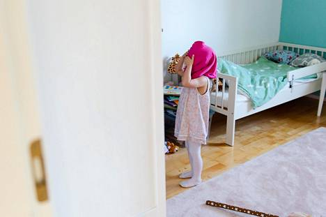 Kiireessä lapsi voi pukeutumispyynnön sijaan ymmärtää vain aikuisen turhautumisen.