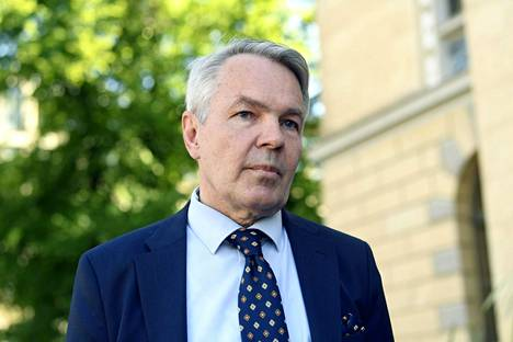 Ulkoministeri Pekka Haavisto (vihr) saapui hallituksen neuvotteluihin Säätytalolle torstaina.