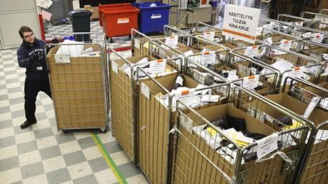 Postin ulkomaanterminaalilla käsiteltiin Kiinasta tulleita kirjelähetyksiä helmikuussa 2019. Tänä keväänä ja kesänä terminaalilla on ollut ruuhkaa, kun koronapandemia katkaisi kulkuyhteyksiä.