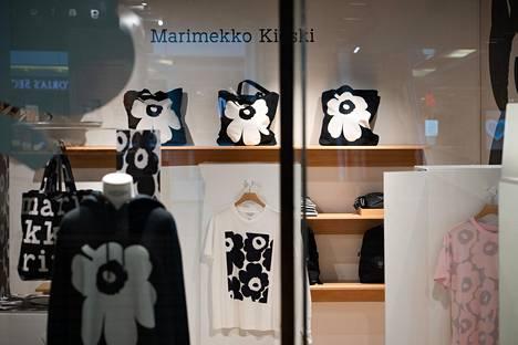 Marimekon Kioski-mallisto on yksi esimerkki yrityksen pyrkimyksestä tavoittaa nuoria naisia ja miehiä.