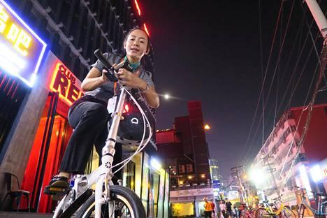 Vuokrakuljettaja Zhao Yamin päivystää usein Pekingin ravintola-alueilla. Tällä kertaa hän oli Sanlitunissa.