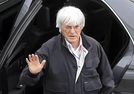 Bernie Ecclestone johtaa formula ykkösiä.