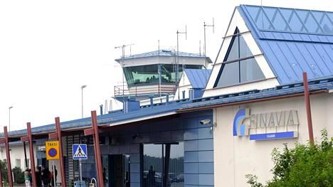 Finnair kertoi aiemmin toukokuussa, ettei se aloita lentoja Joensuuhun, Jyväskylään, Kajaaniin, Kemiin ja Kokkolaan ainakaan ennen syksyä. Kuva Kajaanin lentoasemalta.