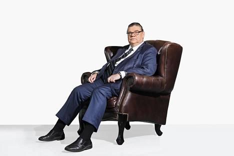 Perussuomalaisten puheenjohtajan Timo Soinin mukaan järki kehottaa väistymään puheenjohtajan paikalta.  Sydän sanoo toista.