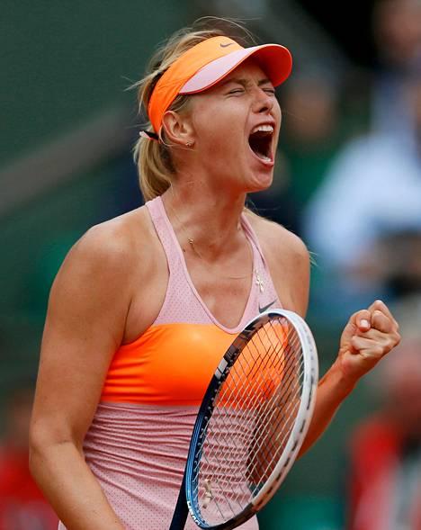 Maria Šarapova juhli äänekkäästi voittoaan.