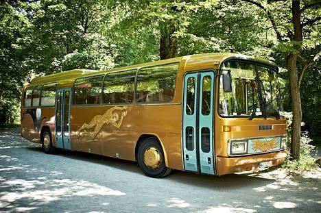 Paweł Althamer: Kultainen bussi (Common task – projekti alkaa Münchenissä), 2012.