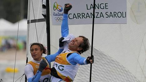 Santiango Langen (oik.) ja Cecilia Carranza Sarolin riemu oli rajatonta olympiavoiton ratkettua.