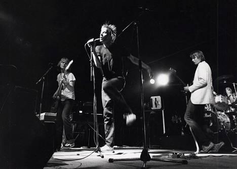 Hassisen Kone esiintyi Roskilden rytmiteltassa heinäkuussa 1982.