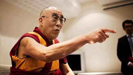 Dalai-lama on vieraillut Suomessakin usein. Kuva Helsingistä vuodelta 2011, jolloin hän kertoi jättävänsä poliittisen johtajuuden ja keskittyvänsä hengellisiin asioihin.