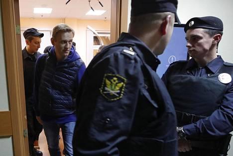 Aleksei Navalnyi saapumassa oikeudenkäyntiin Moskovassa syyskuussa 2018.