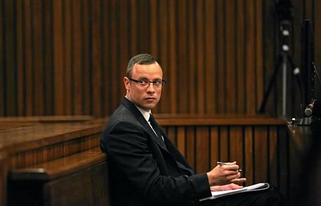 Oscar Pistorius astuu todennäköisesti todistaja-aitioon perjantaina.