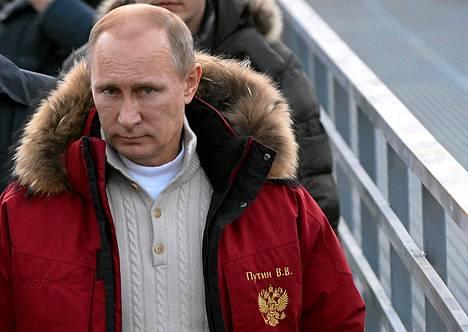 Vladimir Putin tutustui RusSki Gorki -mäkihyppyalueeseen Sotšissa perjantaina.