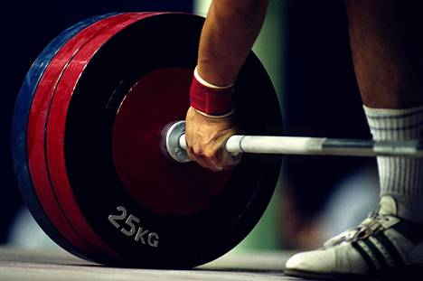 Painonnoston MM-kisoissa paljastui marraskuussa 24 dopingtapausta. Kansainvälinen painonnostoliitto julkaisi tiedon käryistä, ennen kuin urheilijoiden B-näytteet oli tutkittu.
