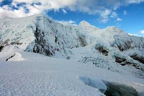 Palcaraju -vuoren jäätikkö Huarazissa Perun Andeilla 29. heinäkuuta 2012.