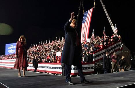Kampanjatilaisuudessa oli mukana Donald Trumpin puoliso Melania.