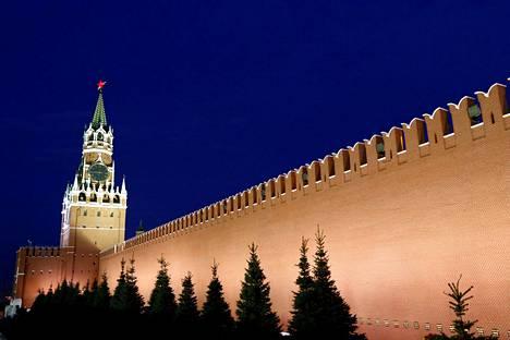 Kreml sijaitsee Moskovan keskustassa. Presidentin työtilat ovat Kremlissä, presidentinhallinto työskentelee Kremlissä ja sen lähistöllä.
