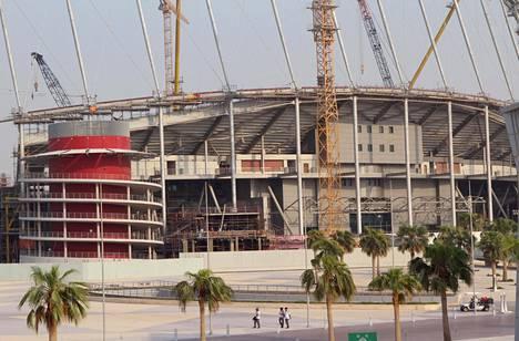 Khalifan kansainvälinen stadion on yksi vuoden 2022 MM-kisojen näyttämöistä. Stadion on avattu vuonna 1976. Remontin jälkeen se avattiin uudestaan tämän vuoden toukokuussa. Kuva vuodelta 2015.