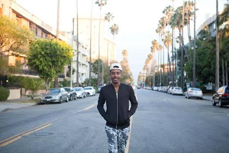 """Derrell Farmer, 26, muutti Los Angelesiin haaveenaan julkkisstylistin, televisiotuottajan ja toimittajan työ. """"Haluaisin Hollywoodin Picassoksi"""", hän sanoo. Läpimurtoa odotellessaan Farmer rahoittaa elämänsä Uber-kuskina."""