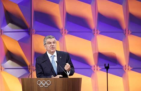 KOK:n puheenjohtaja Thomas Bach sanoo, että olympialaisia ei peruta.