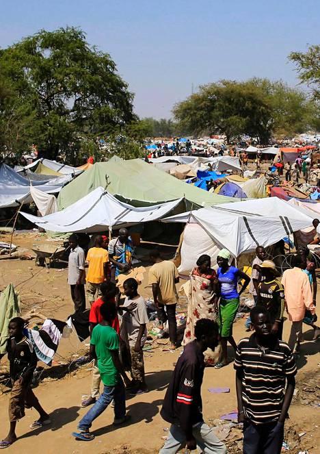 Kodeistaan paenneet ihmiset hakeutuivat YK:n perustamaan leiriin Borissa 180 kilometriä pääkaupungista Jubasta luoteeseen.