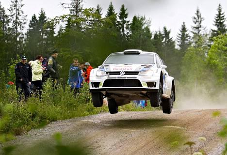 Jari-Matti Latvala testasi autoa Jämsässä viime viikolla.
