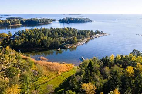 Suvisaaristo on useiden saarten rykelmä Etelä-Espoon edustalla.