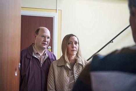 Ove (Henrik Dorsin) ja Anette (Malin Cederbland).