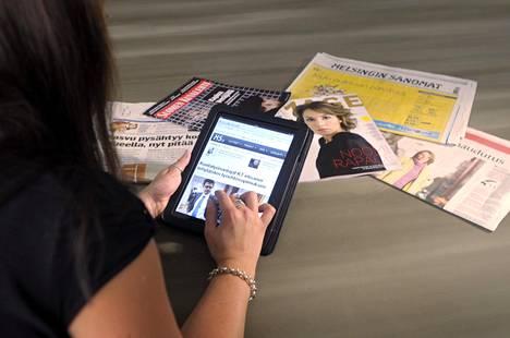 Alennus tarkoittaisi, että digitaalisten sanoma- ja aikakauslehtien tilausmaksut ja e-kirjojen sekä oppikirjojen hinnat laskisivat.