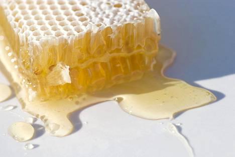 Ei ole selvää näyttöä siitä, mihin hunajan mahdollinen vaikutus perustuu.
