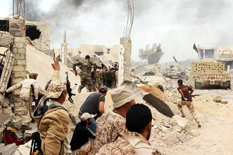 Libyan kansallisen sovun hallitukselle uskolliset joukot taistelivat marraskuussa Sirten satamakaupungin hallinnasta islamistijärjestö Isisiä vastaan.